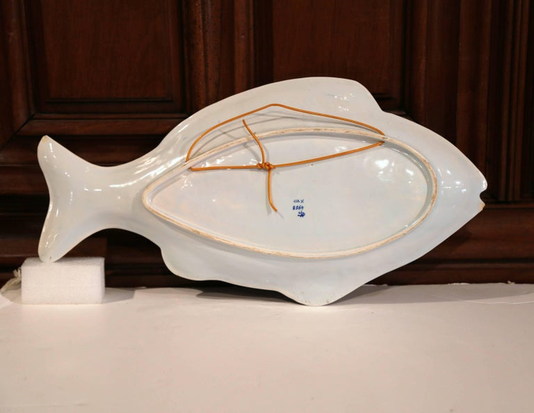 Early 20th Century French Hand Painted Faience Fish Platter from Normandy For Sale 4