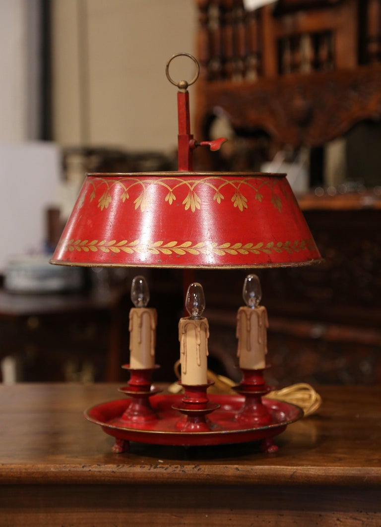 Hand-Crafted Early 20th Century French Hand Painted Tole Three-Light Bouillotte Table Lamp For Sale