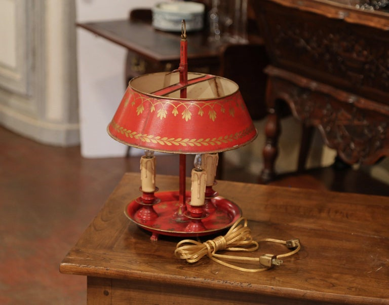 Early 20th Century French Hand Painted Tole Three-Light Bouillotte Table Lamp In Excellent Condition For Sale In Dallas, TX