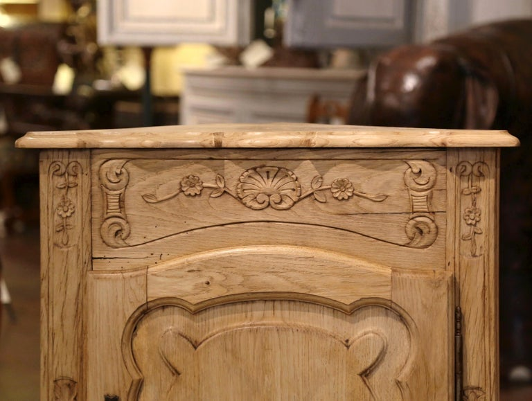 Early 20th Century French Louis XV Carved Oak Corner Cabinet from Normandy In Excellent Condition For Sale In Dallas, TX