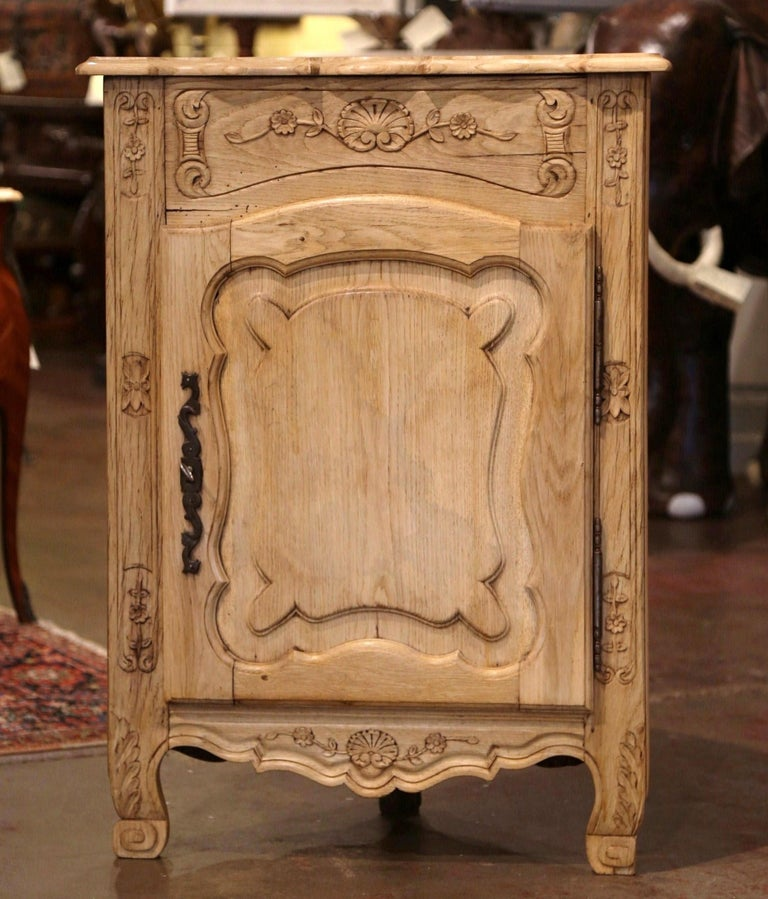 Early 20th Century French Louis XV Carved Oak Corner Cabinet from Normandy For Sale 1