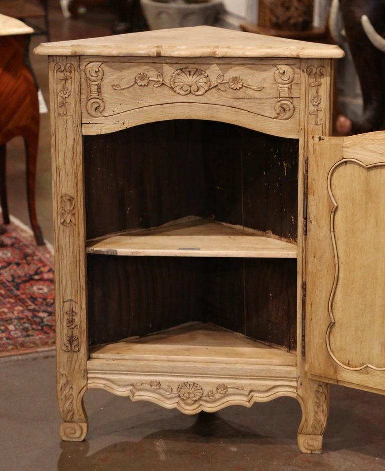 Early 20th Century French Louis XV Carved Oak Corner Cabinet from Normandy For Sale 3