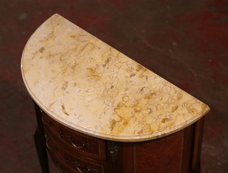 Early 20th Century French Louis XV Carved Walnut Inlay Commode with Beige Marble For Sale 1