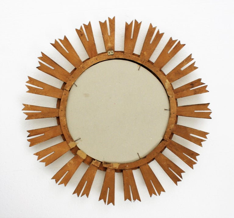 Early 20th Century French Medium Sized Baroque Style Giltwood Sunburst Mirror For Sale 7
