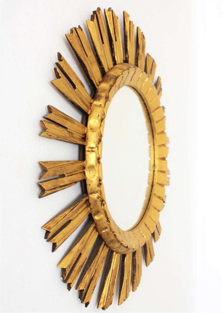 Early 20th Century French Medium Sized Baroque Style Giltwood Sunburst Mirror For Sale 1