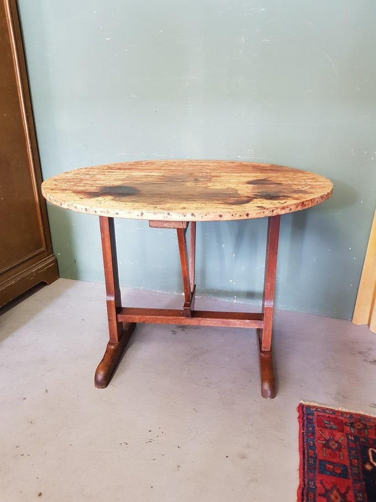 Early 20th Century French Nutwood Wine Table/ Table Vigneron In Good Condition For Sale In Raalte, NL