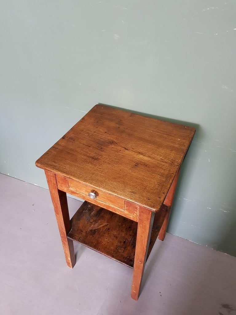 Eiken Sidetable Woood.Early 20th Century French Oak Side Table With A Drawer