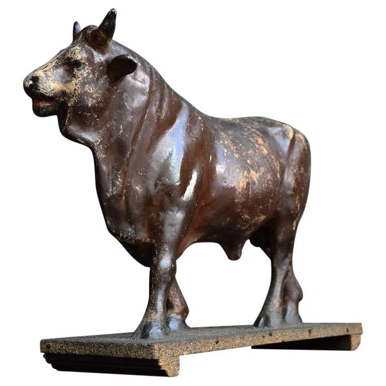 Early 20th Century French Papier Mâché Prize Fighting Bull Figure For Sale