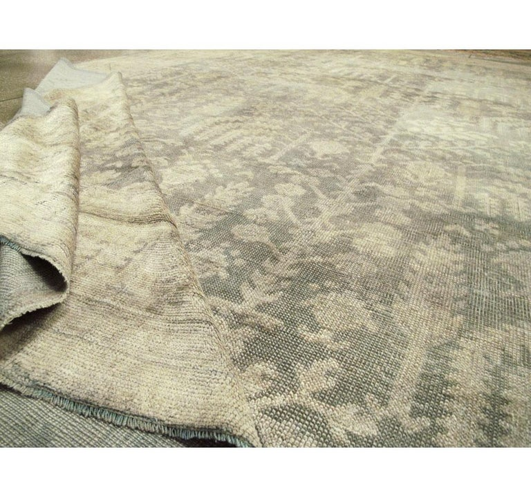 Early 20th Century Grey, Olive, and Beige Large Room Size Turkish Oushak Carpet For Sale 4