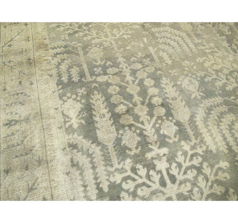 Early 20th Century Grey, Olive, and Beige Large Room Size Turkish Oushak Carpet In Good Condition For Sale In New York, NY
