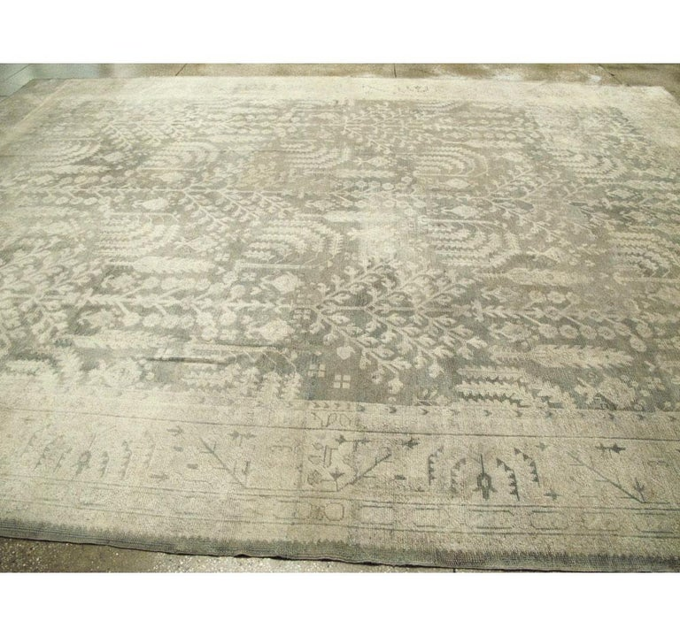 Early 20th Century Grey, Olive, and Beige Large Room Size Turkish Oushak Carpet For Sale 3
