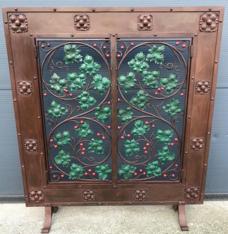 Early 20th Century Handcrafted Wrought Iron Firescreen with Branch & Leaf Decor For Sale 7