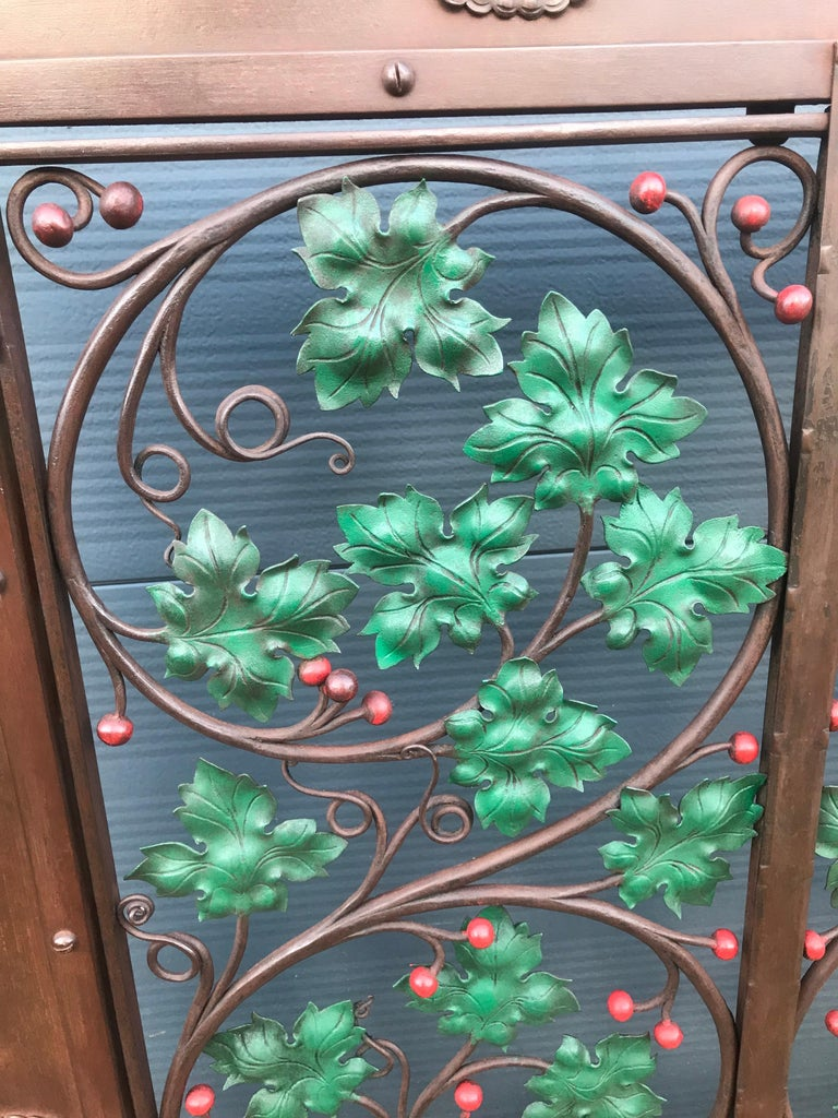 Early 20th Century Handcrafted Wrought Iron Firescreen with Branch & Leaf Decor For Sale 10