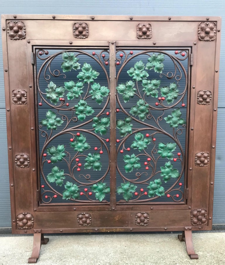 Early 20th Century Handcrafted Wrought Iron Firescreen with Branch & Leaf Decor For Sale 12