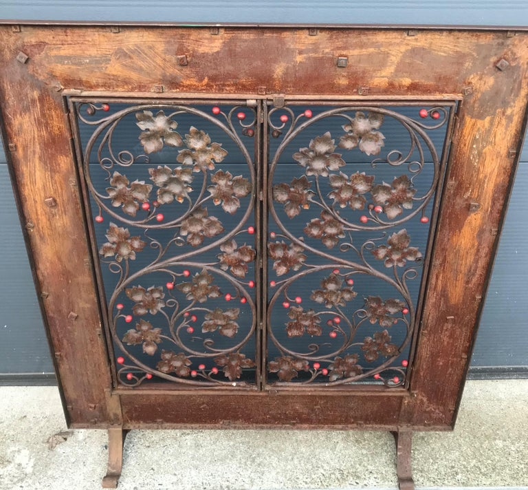 Early 20th Century Handcrafted Wrought Iron Firescreen with Branch & Leaf Decor For Sale 13