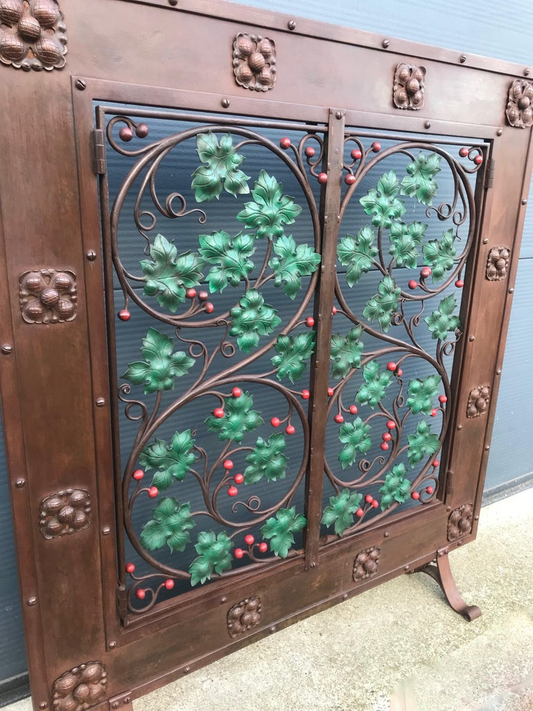 European Early 20th Century Handcrafted Wrought Iron Firescreen with Branch & Leaf Decor For Sale