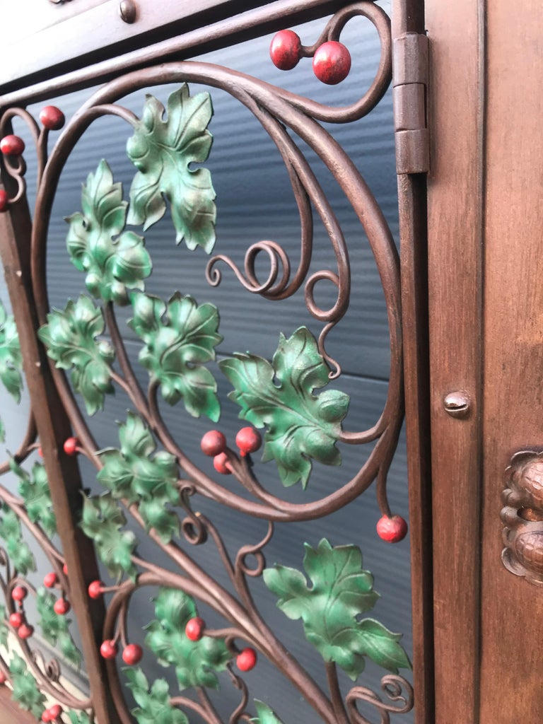 Early 20th Century Handcrafted Wrought Iron Firescreen with Branch & Leaf Decor In Good Condition For Sale In Lisse, NL