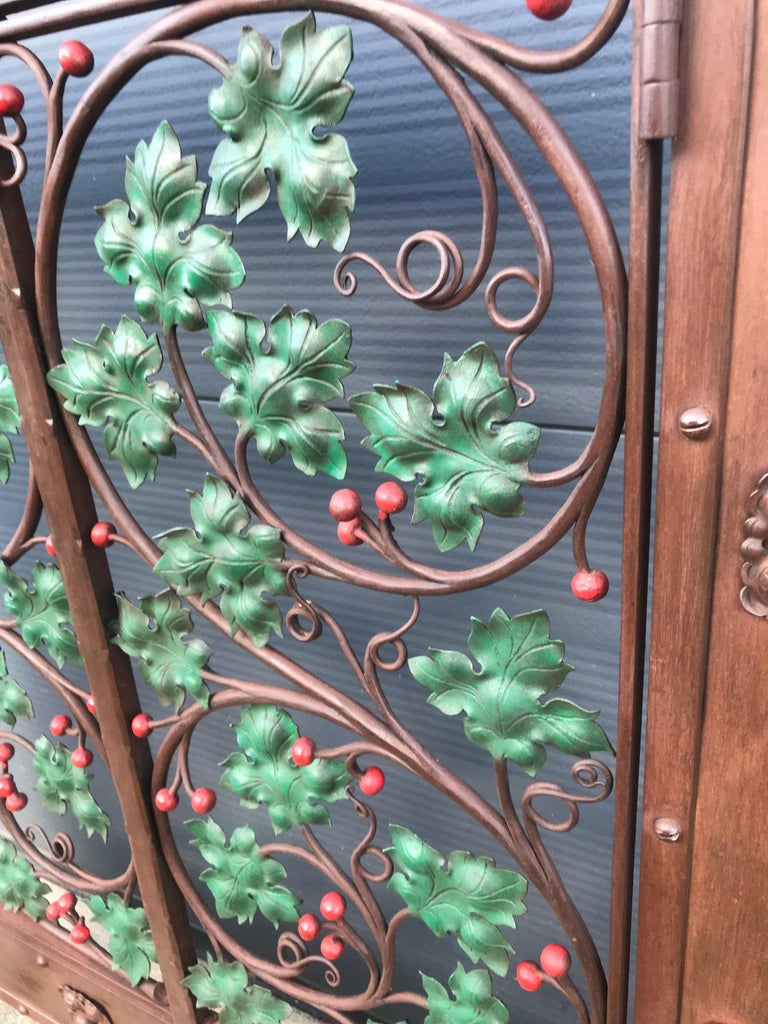 Early 20th Century Handcrafted Wrought Iron Firescreen with Branch & Leaf Decor For Sale 1
