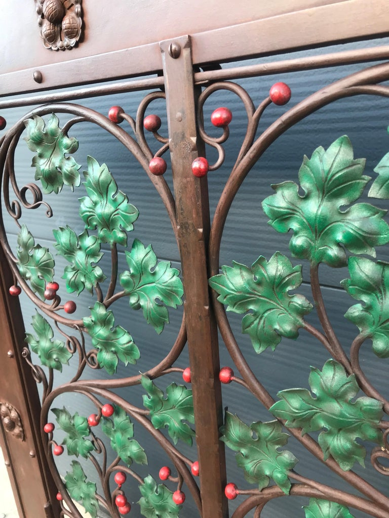 Early 20th Century Handcrafted Wrought Iron Firescreen with Branch & Leaf Decor For Sale 2