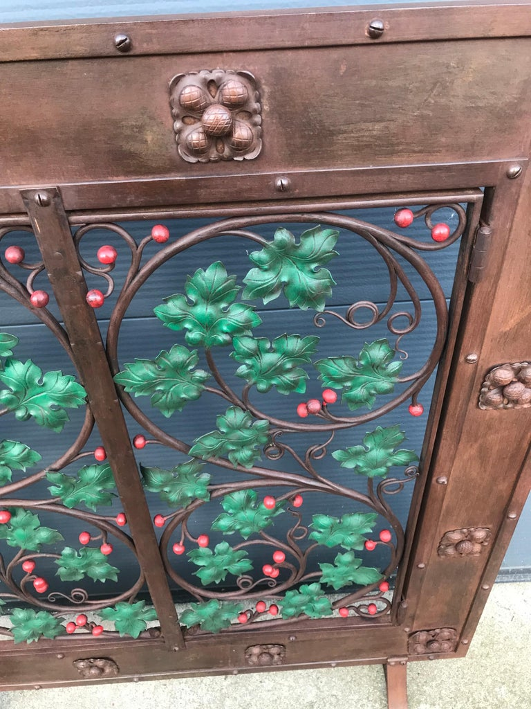 Early 20th Century Handcrafted Wrought Iron Firescreen with Branch & Leaf Decor For Sale 3