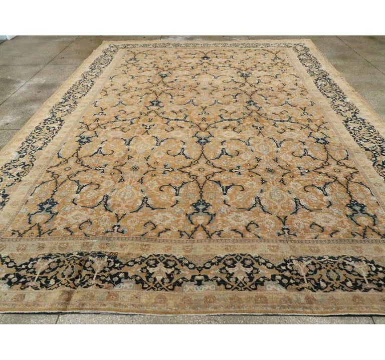 Early 20th Century Handmade Persian Tabriz Large Room Size Carpet In Good Condition For Sale In New York, NY