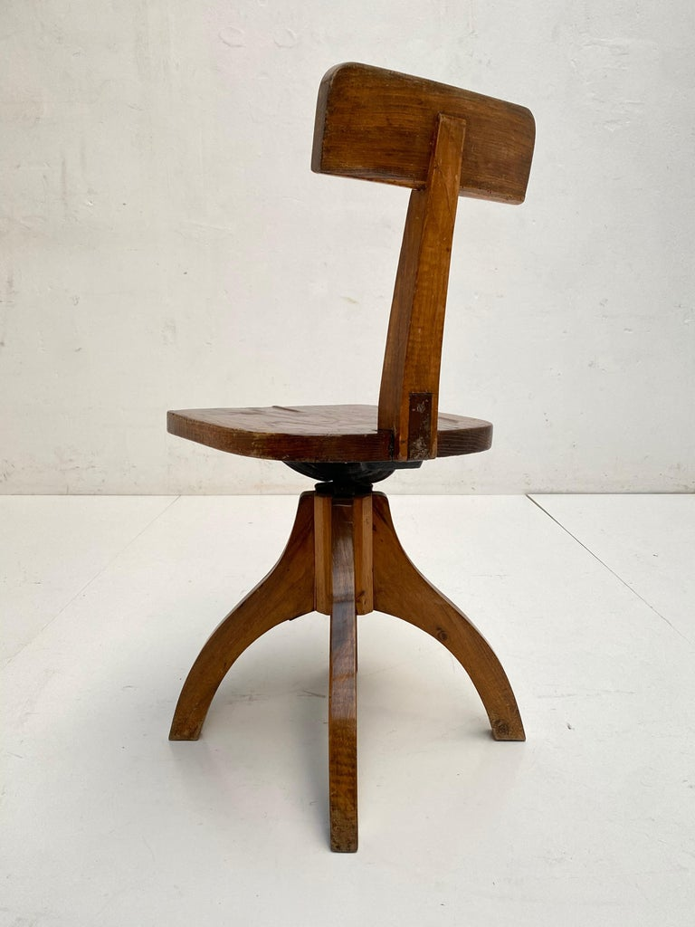 Early 20th Century Industrial Cast Iron and Solid Oakwood Swiveling Desk Chair In Good Condition For Sale In Bergen op Zoom, NL