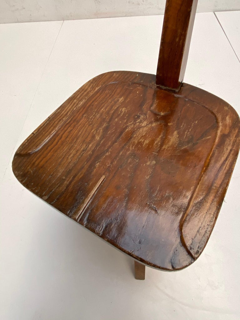 Early 20th Century Industrial Cast Iron and Solid Oakwood Swiveling Desk Chair For Sale 1