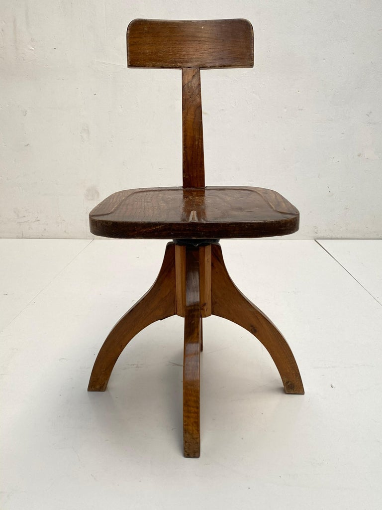Early 20th Century Industrial Cast Iron and Solid Oakwood Swiveling Desk Chair For Sale 2