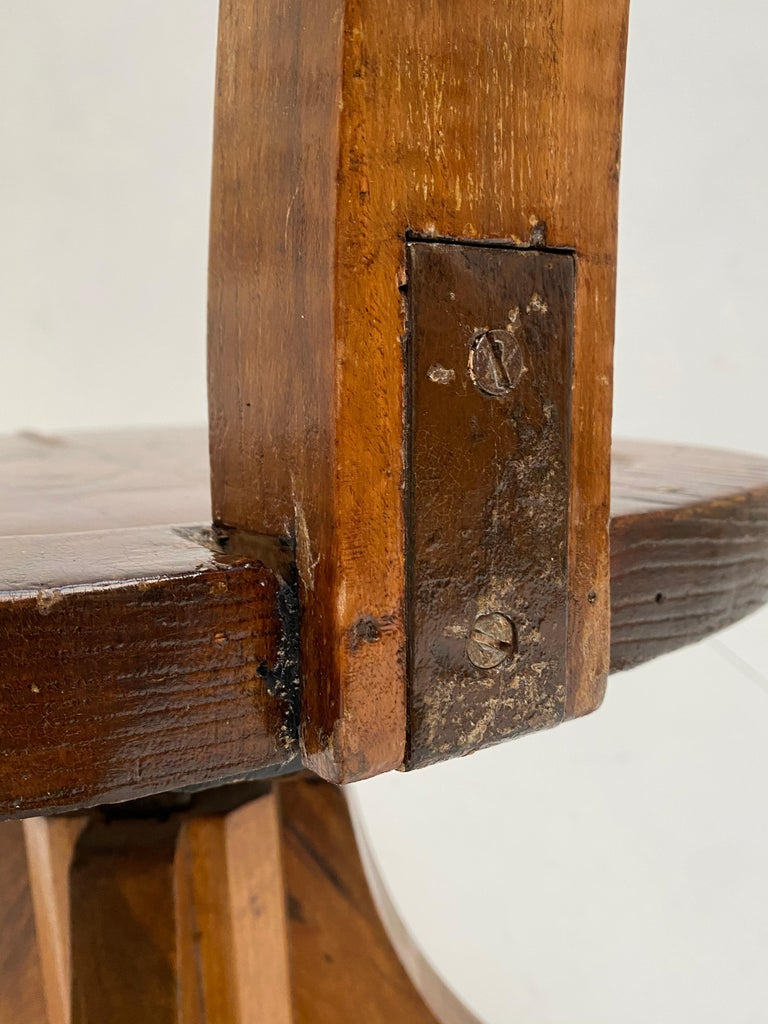 Early 20th Century Industrial Cast Iron and Solid Oakwood Swiveling Desk Chair For Sale 3