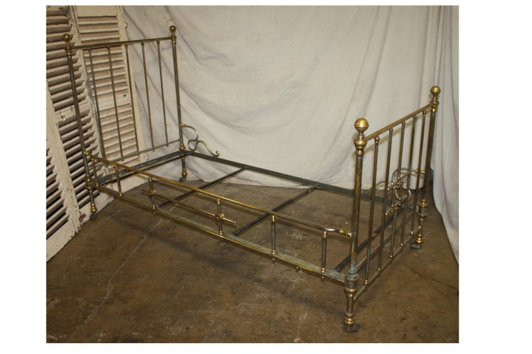 Early 20th Century Iron Bed In Good Condition For Sale In Atlanta, GA