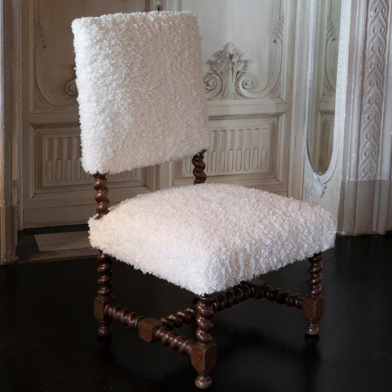 Early 20th century Italian chair, walnut structure with turned legs and perfect vintage patina, newly reupholstered in white curly wool fabric.