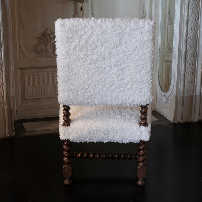 Early 20th Century Italian Chair Walnut and White Curly Wool Fabric In Good Condition For Sale In Firenze, IT