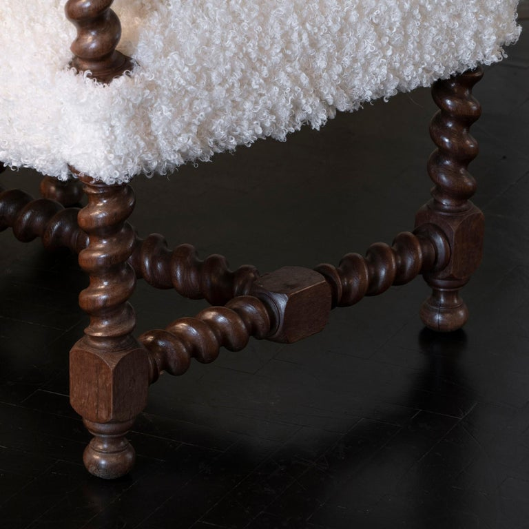 Early 20th Century Italian Chair Walnut and White Curly Wool Fabric For Sale 3