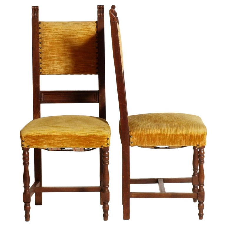 Sturdy carved structure with turned front legs, original seat padding and back with springs and straps of the era, yellow sanitized velvet upholstery in fair condition. Structural rigidity typical of the Renaissance style.