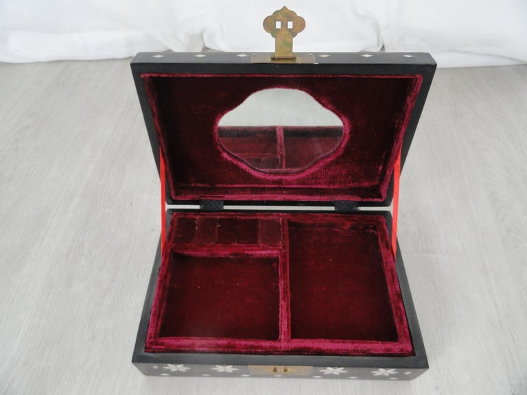 Early 20th Century Jewelry Box In Good Condition For Sale In West Palm Beach, FL