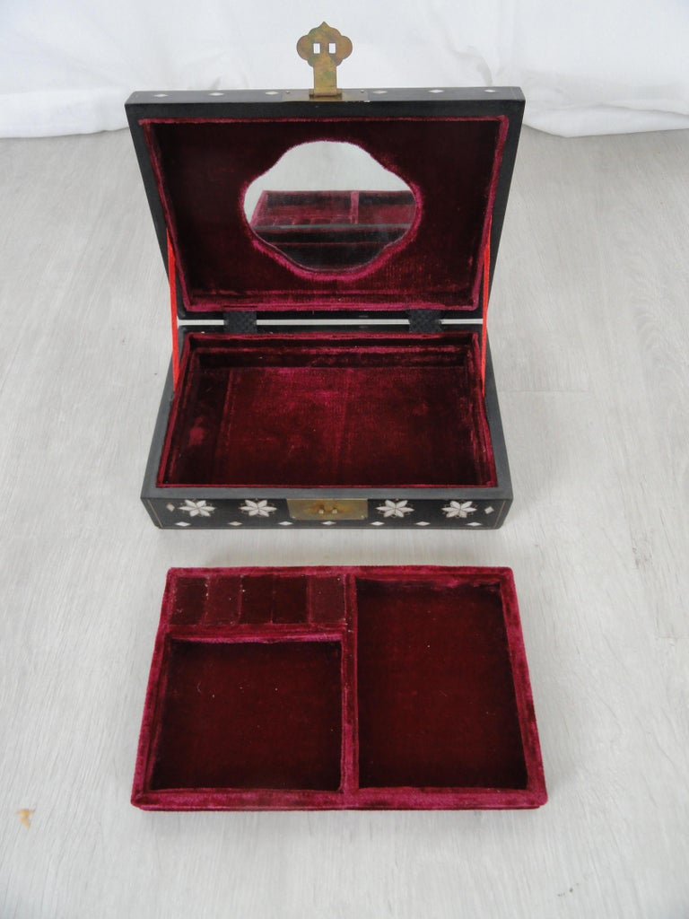 Early 20th Century Jewelry Box For Sale 1