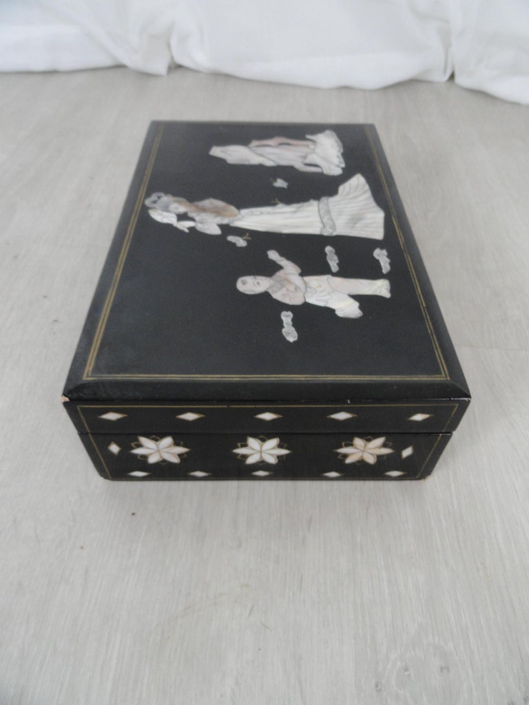Early 20th Century Jewelry Box For Sale 2