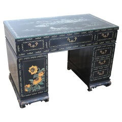 Early 20th Century Lacquered Wood Chinoiserie Desk with Mother of Pearl Inlay