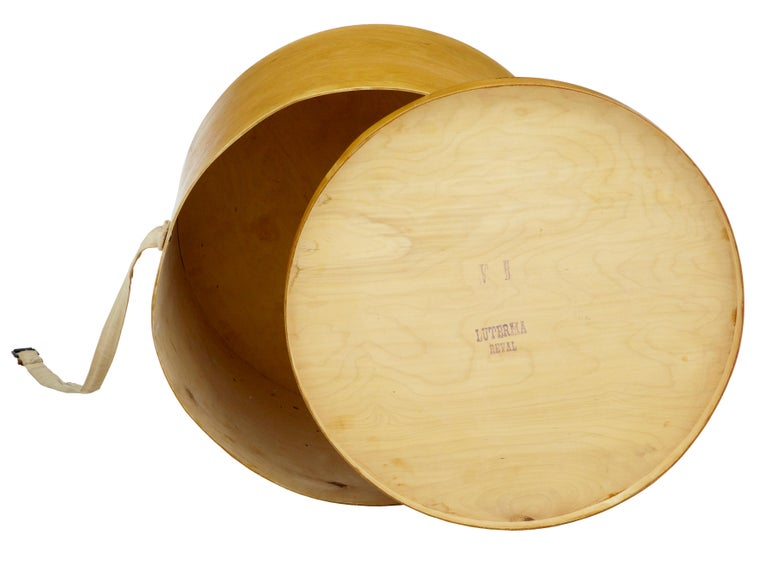 Swedish Early 20th Century Luterma Reval Birch Bent Wood Hat Box For Sale