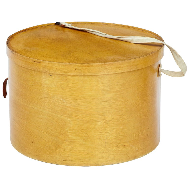 Early 20th Century Luterma Reval Birch Bent Wood Hat Box For Sale