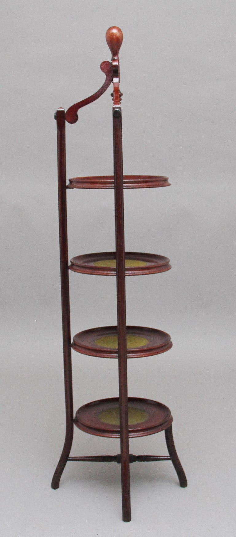 Early 20th Century Mahogany Cake Stand In Good Condition For Sale In Martlesham, GB