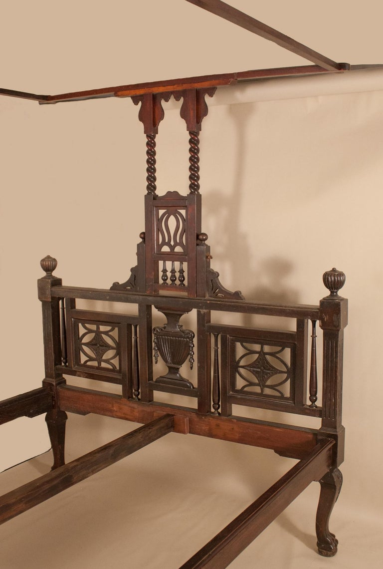 Anglo-Indian Early 20th Century Mahogany Canopy or Tester Bed from British India For Sale