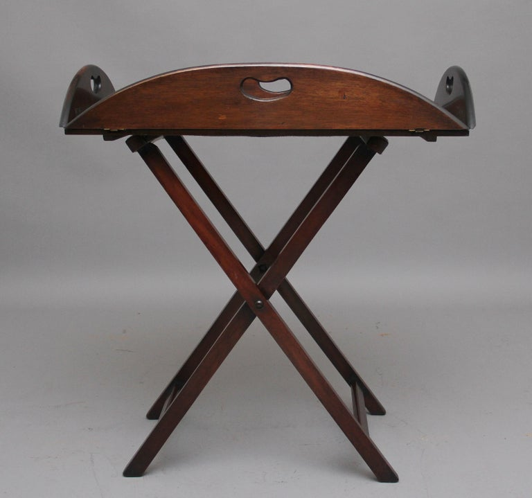 Early 20th Century Mahogany Folding Butlers Tray on Stand In Good Condition For Sale In Martlesham, GB