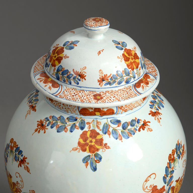 Chinoiserie Early 20th Century Maiolica Jar and Cover For Sale