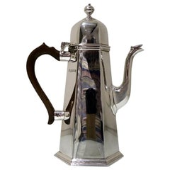 Early 20th Century Modern George V Sterling Silver Coffee Pot, London, 1935