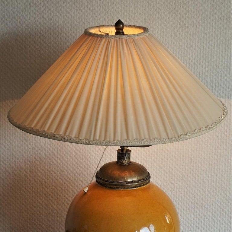 Anfang des 20. Jahrhunderts marokkanische handgefertigte Terrakotta und Messing Tischlampe, signiert 5