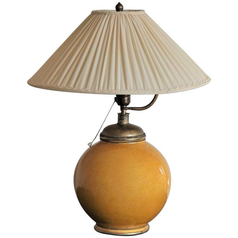Anfang des 20. Jahrhunderts marokkanische handgefertigte Terrakotta und Messing Tischlampe, signiert 1