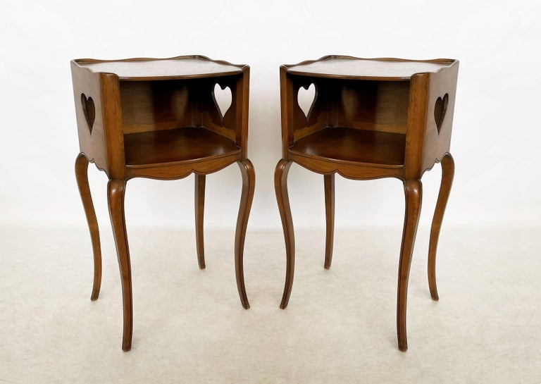 Early 20th Century Pair of French Louis XV Style Commodes/Nightstands In Good Condition For Sale In Dallas, TX
