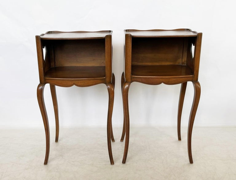 Mid-20th Century Early 20th Century Pair of French Louis XV Style Commodes/Nightstands For Sale