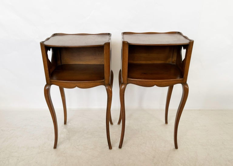 Wood Early 20th Century Pair of French Louis XV Style Commodes/Nightstands For Sale